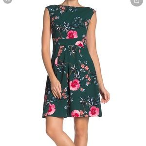 NWT Vince Camuto green floral fit & flare dress, 6